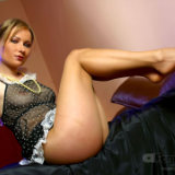 apantyhose/17-leggy_blonde_sheer_pantyhose_strips_on_bed/pthumbs/09.jpg