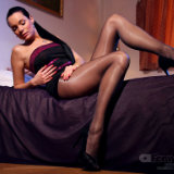 apantyhose/637-shiny_grey_pantyhose/pthumbs/03.jpg