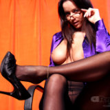 apantyhose/658-luxury_busty_secretary_black_nylon_tights/pthumbs/08.jpg