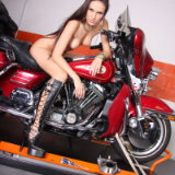 babes-on-bike/531-maria-posing_on_harley-070413/pthumbs/12.jpg