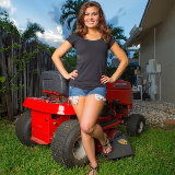 cosmid/2105-stephy_parker-on_the_lawnmower-092114/pthumbs/01.jpg