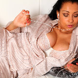 just-danica/172-danica-relaxes_in_silk_pyjamas-082512/pthumbs/1005.jpg