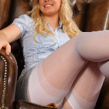 layered-nylons/2608-hollie-library_flashing-061813/pthumbs/04.jpg