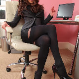 layered-nylons/2609-daisy_watts-secretary-061813/pthumbs/04.jpg
