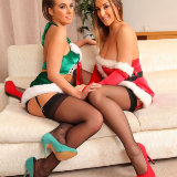 only-tease/2769-stacey_p-sarah-xmas-looking_amazing-120814/pthumbs/09.jpg