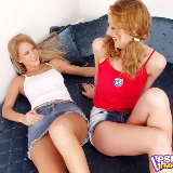 upskirts-mania/03-two_erotic_lesbian_babes_in_jean_skirts/pthumbs/01.jpg