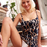 upskirts-mania/26-upskirts_mania-smiling_blonde_in_sexy_dress/pthumbs/04.jpg
