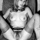 vintageflash-archive/1146-vintage_stockings_babe_posing/pthumbs/VFA_SOLO_02_421.jpg