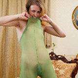 wearehairy/fani-horny_pussy_playing-040813/pthumbs/Fani_GreenFeathers_049.jpg